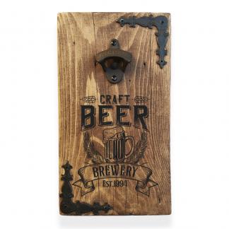Rusztikus fali sörnyitó – Craft Beer mintával